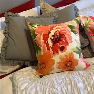 Other - Set of 3 decorating pillows